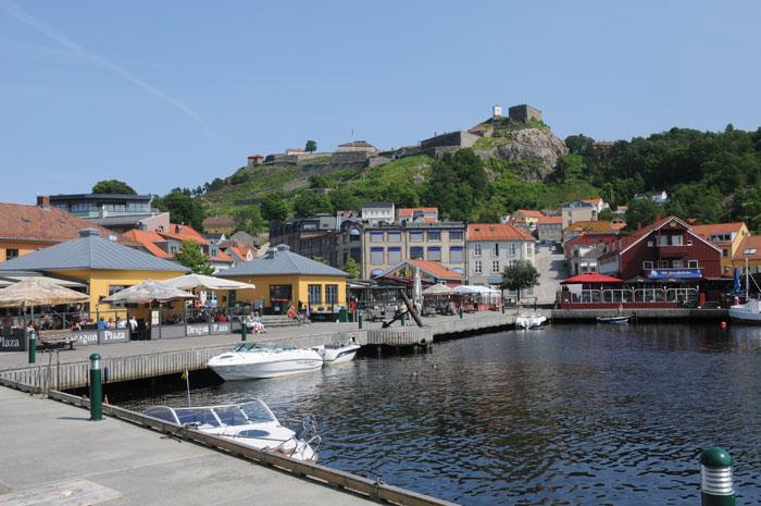Blokkhuset Bien Venu lå innerst i bukta mot Sørhalden. Straandlinja gikk annerledes enn i dag Foto: Svein Norheim