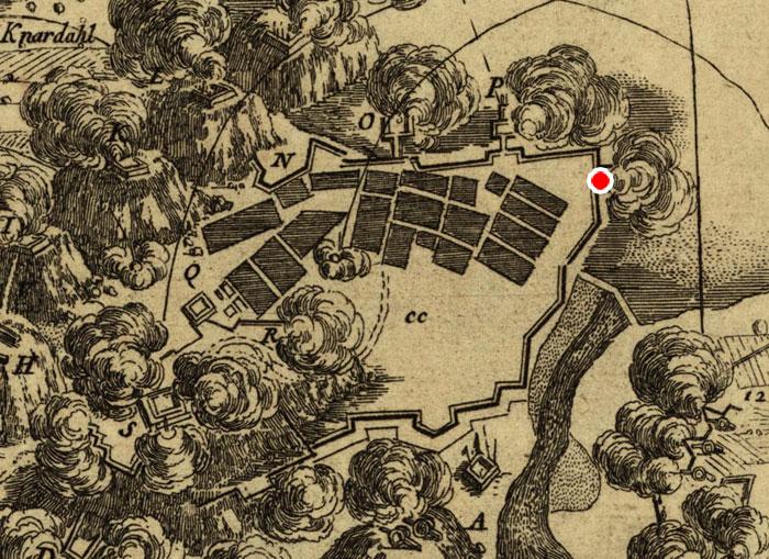 DETALJ AV KART FRA ANGREPET 1760 VISER PALISADEVERK OG BLOKKHUS RUNDT HALDEN. DEN RØDE MARKØREN VISER HVOR DETTE BLOKKHUSET LÅ. ILUSTRASJON: STATENS KARTVERK.