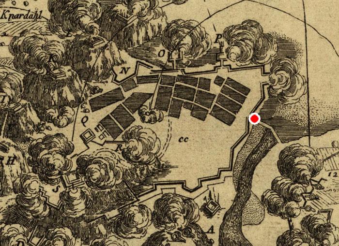 Detalj av kart fra angrepet 1760 viser palisadeverk og blokkhus rundt Halden. Den røde markøren viser hvor dette blokkhuset lå.