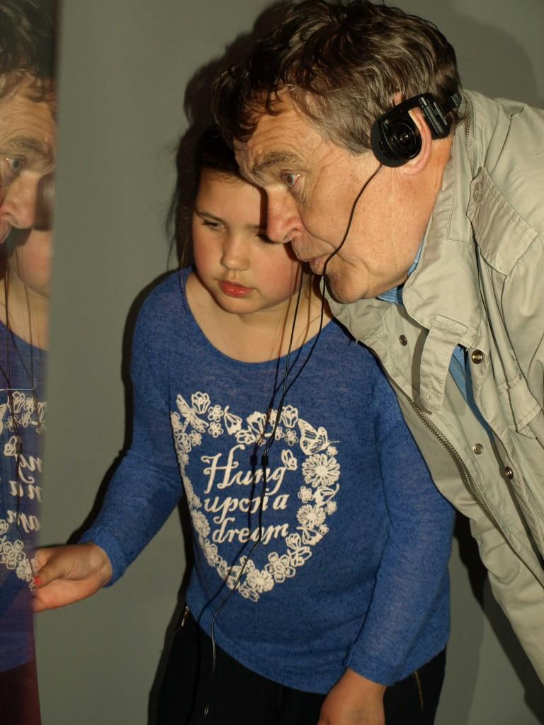 Hør morfar! Foto: Bodil Andersson