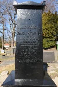 Carl Adolf Dahls gravmonument, i nyrestaurert stand. Flyttet fra Busterudparken til Os i 1882. Foto: Svein Norheim/Halden historiske Samlinger