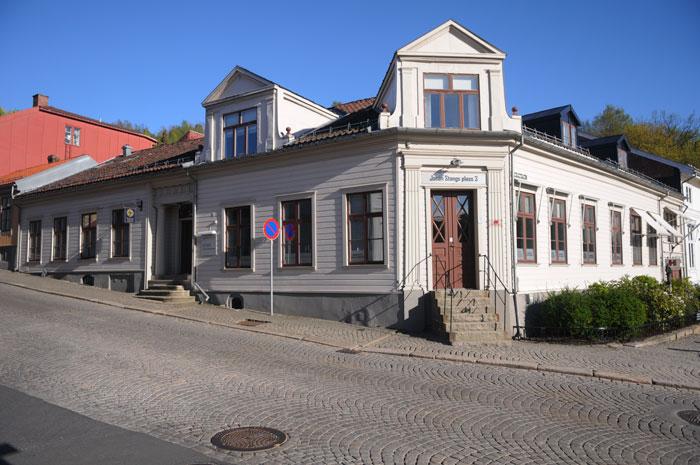 Johan Stangs plass 3 – Johan Stangs bolig og forretningsgård. Foto: Svein Norheim.