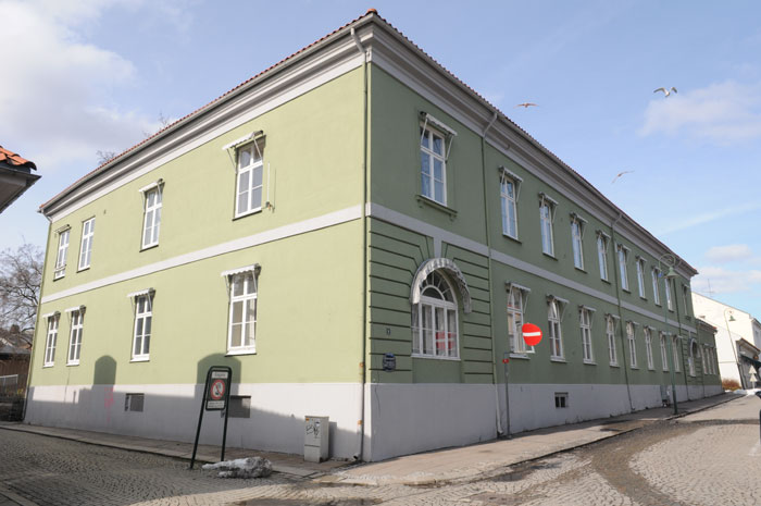 Fayegården sett fra sørøst hovedfasaden mot Svenskegata. Foto: Svein Norheim.
