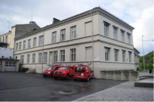 Halden rådhus sett fra baksida – der hovedinngangen opprinnelig var. Foto: Svein Norheim/Halden historiske Samlinger