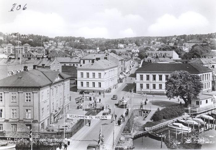 Wiels plass. Foto og utgiver E. Sem. Halden historiske Samlinger.